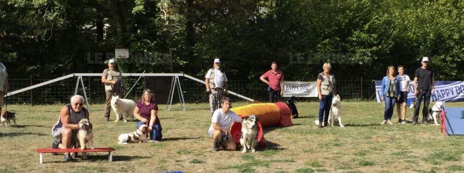 Une trentaine de personnes ont participe a une journee jeux avec leurs chiens 1537820377